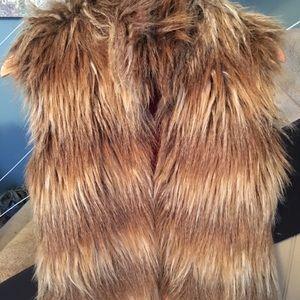 Jackets & Blazers - New JACK by BB Dakota faux fur vest